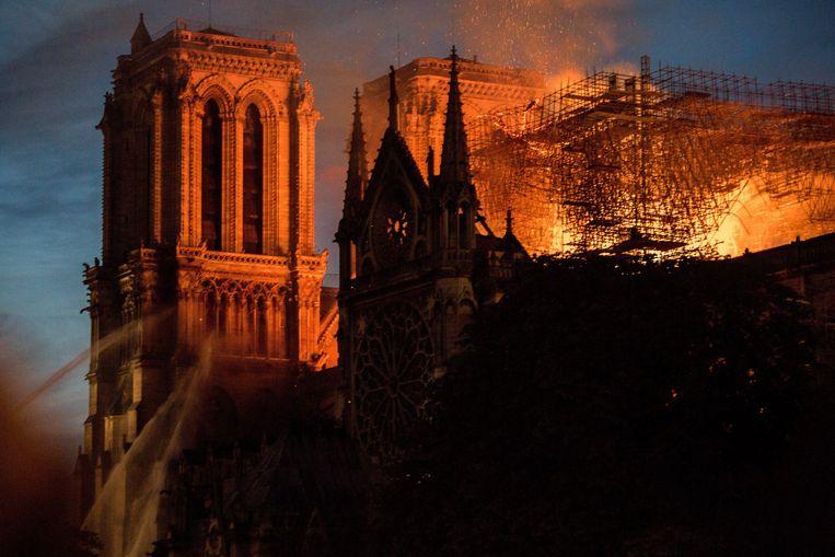 De verwoestende brand van de Notre-Dame in Parijs. Beeld Photo News