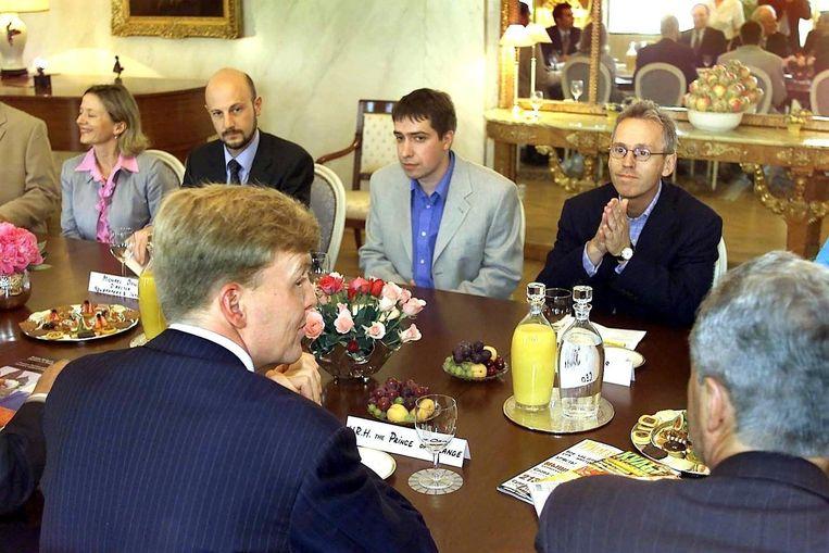 Derk Sauer, toen directeur van Independent Media, en prins Willem Alexander in 2001 in Moskou Beeld anp