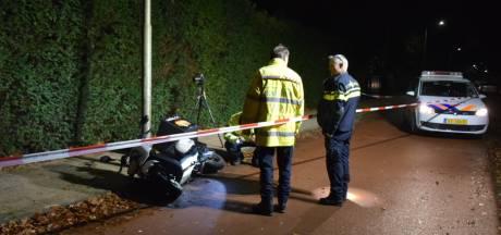 Maaltijdbezorger gewond na botsing met scooter tegen lantaarnpaal in Nijmegen