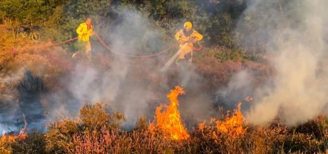 Vlammen verteren stuk heide bij Vierhouten