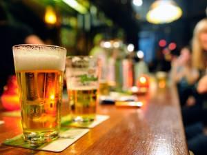 Gemeente Utrecht woedend: tientallen medewerkers proefcafés houden tot diep in de nacht illegaal feest