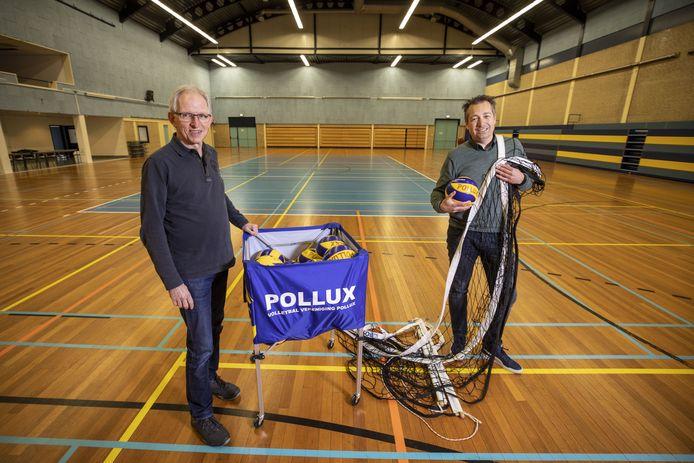 Voorzitter Marthijn Wolters (rechts) van volleybalvereniging Pollux en volleybaltrainer Jan Berendsen.
