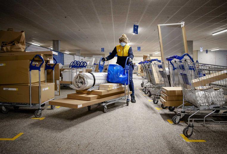 Bestellen en halen - hier bij Ikea in Utrecht - zet voor de meeste winkels geen zoden aan de dijk. Beeld ANP