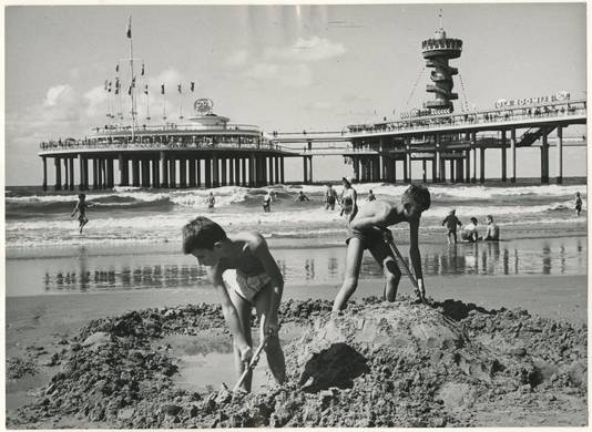 Pier in Scheveningen in 1963.