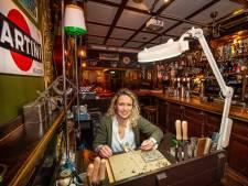 Sieraden maken in café waar normaal het bier door de lucht vliegt: 'Blij dat ik nu tijd heb voor andere passie'