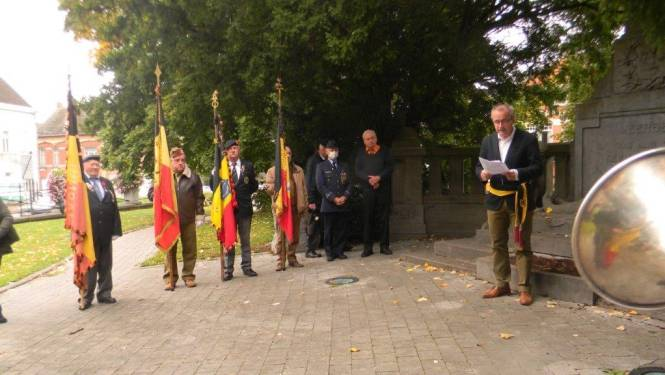 Gesneuvelde Korea-veteraan herdacht op kerkhof Meerbeke, dat erkenning krijgt als Belgisch Oorlogsgraven-kerkhof