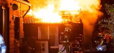Schuurtje bij woning in Haaren vat vlam