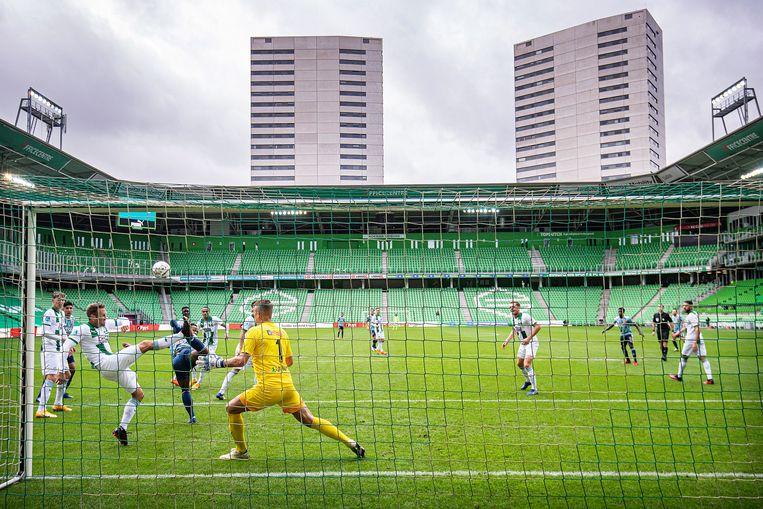 Ajax en Groningen speelden tegen elkaar in een lege Euroborg.  Beeld Guus Dubbelman / de Volkskrant