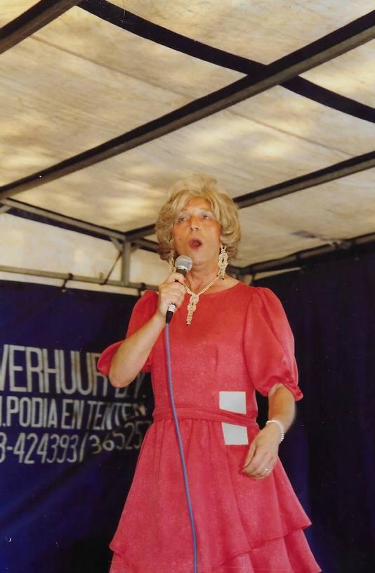 Als Miss Antoinette was Toon een grondlegger van de travestieshows in Tilburg.
