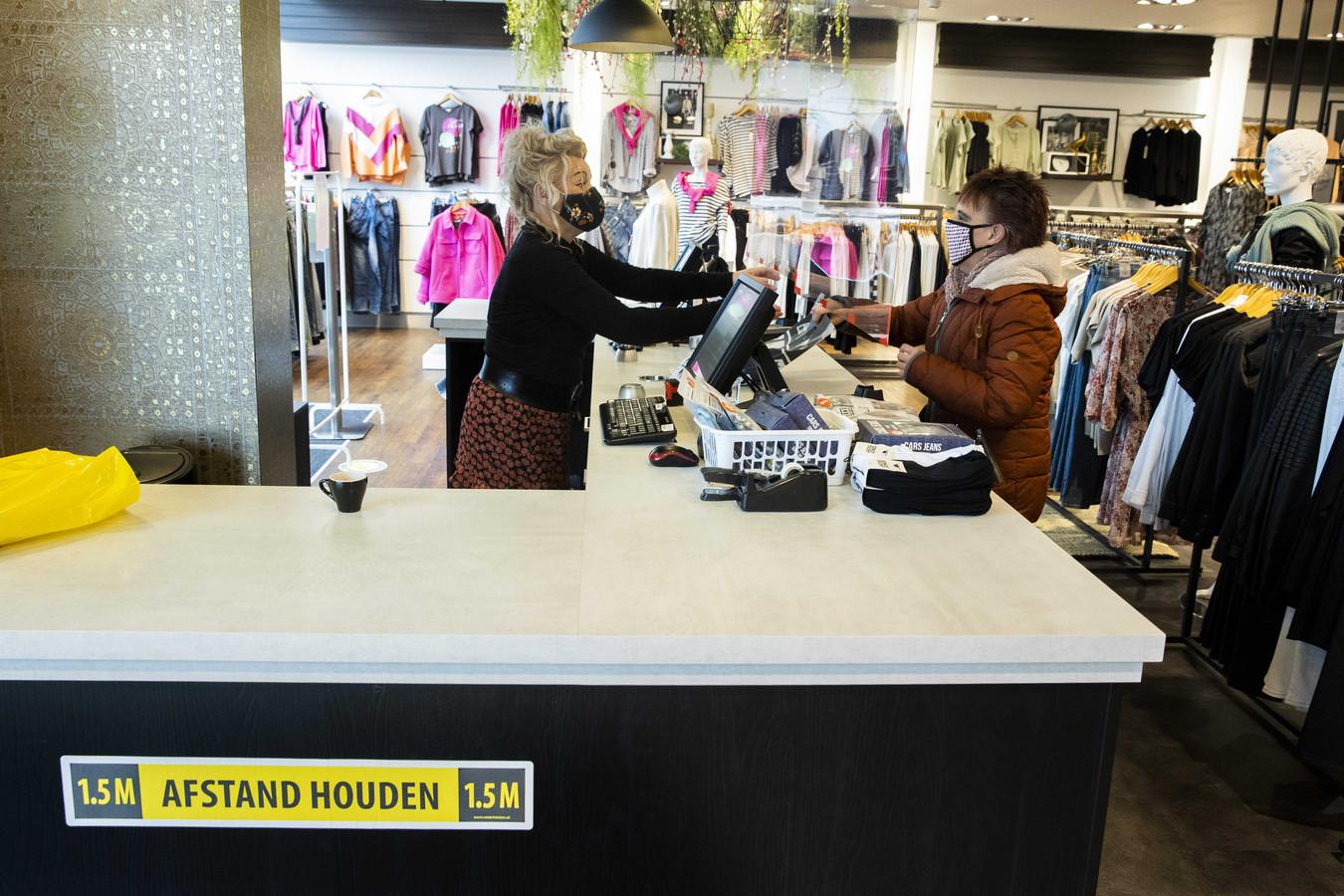 Een winkel in Klazienaveen opent de deuren voor het publiek.