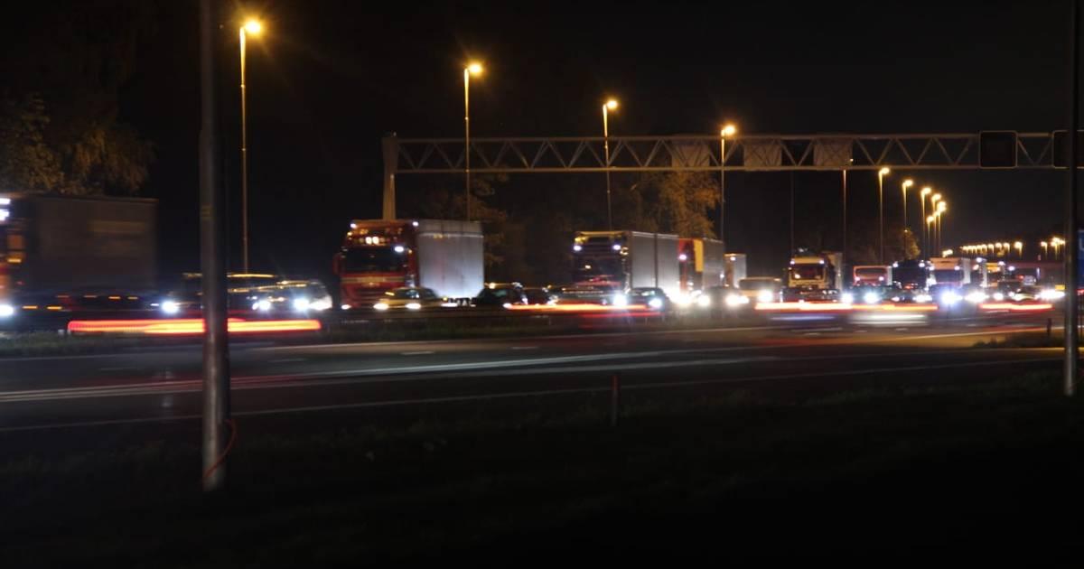 Lange file tussen Deventer en Holten na kop-staartbotsing op A1.