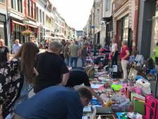 Organisatie haalt opgelucht adem: Veel bezoekers op warme vrijmarkt in Kampen