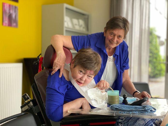 Mantelzorger Rita met haar dochter Marleen.