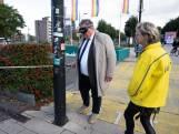 Burgemeester Bruls steekt blind het stationsplein over