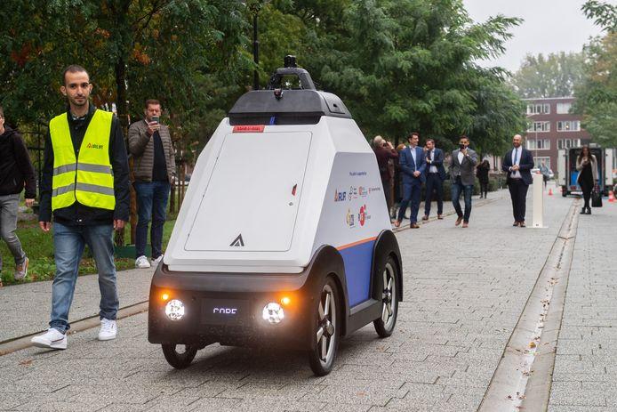 Afgelopen september presenteerde BUas Campus-robot 'Lowie'. De autonome pakketbezorger is ook een vorm van techniek op basis van Artificial Intelligence.