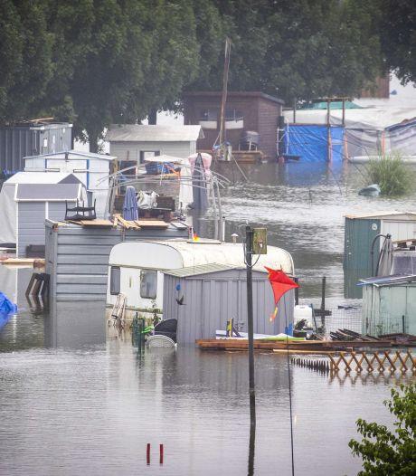 Maaswater bereikt hoogste stand: vrees voor erger blijft bestaan