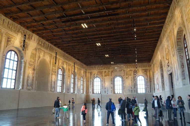 Deze zaal in de Scuola Grande della Misericordia werd vroeger als sporthal gebruikt. Beeld Jef Mertens/The Venice Insider