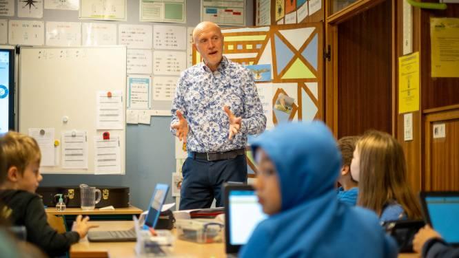 """Algemeen directeur van scholengroep staat zelf in de klas om lerarentekort onder de aandacht te brengen: """"Dat jonge mensen minder kiezen voor lerarenberoep baart me zorgen"""""""