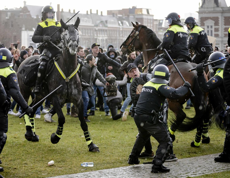 Illegale demonstratie zondag op het Museumplein in Amsterdam.