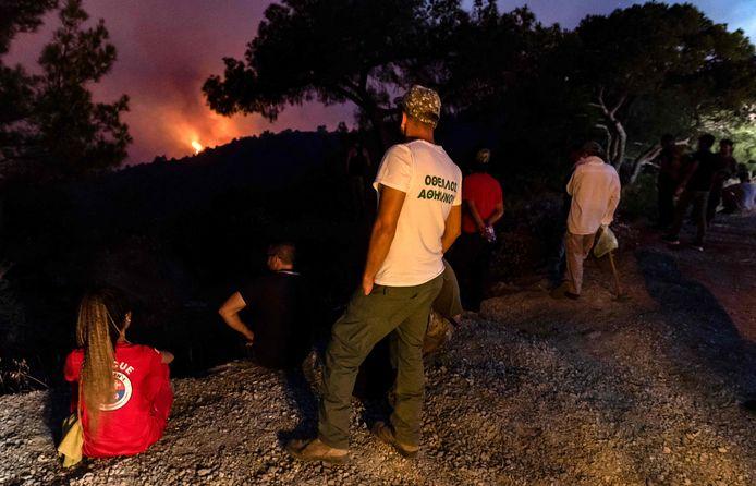 Dimanche matin, 50 kilomètres carrés de forêts et de terres agricoles avaient été détruits, selon les pompiers.