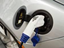 Brandweer onderzoekt laadpunten elektrische auto's in garages wegens brandgevaar
