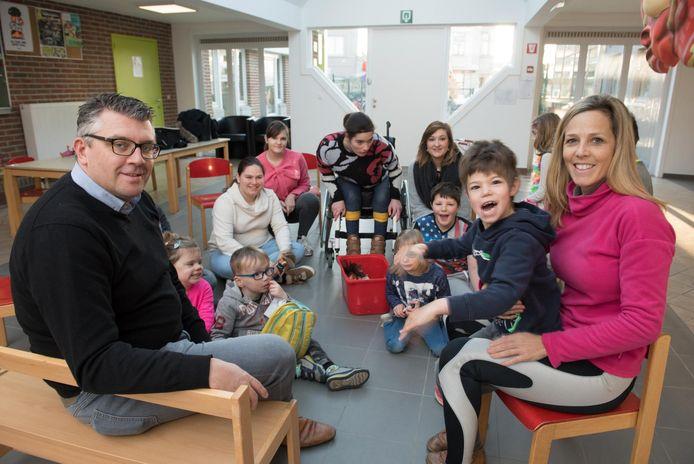 """Kristophe Thijs in KBO Levensblij, waar ouders zelf vakantieopvang organiseren. """"We zijn héél blij met de steun van de stad.""""."""