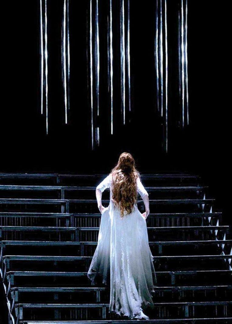 Onze podiumploeg voert u (met de trap) naar de zevende hemel.  Beeld opera