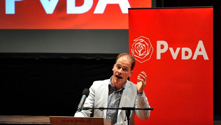 PvdA-leider Diederik Samsom spreekt op een partijcongres over de verhoging van de AOW-leeftijd. Beeld ANP