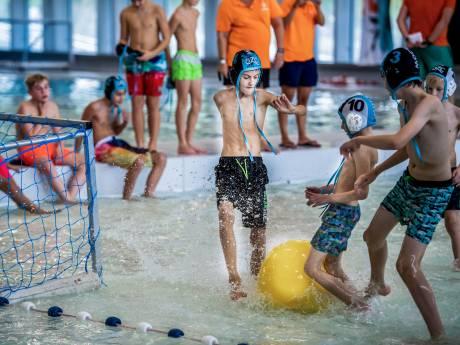Bezoekers: Alphense zwembaden moeten wat langer open