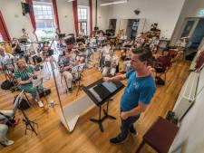 Muziekvereniging Caecilia Schipluiden blaast 100 kaarsjes uit: 'Op naar de volgende eeuw!'