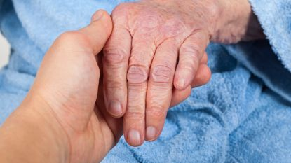 Ellenlange wachtlijsten drijven Nederlandse Parkinson-patiënten naar België
