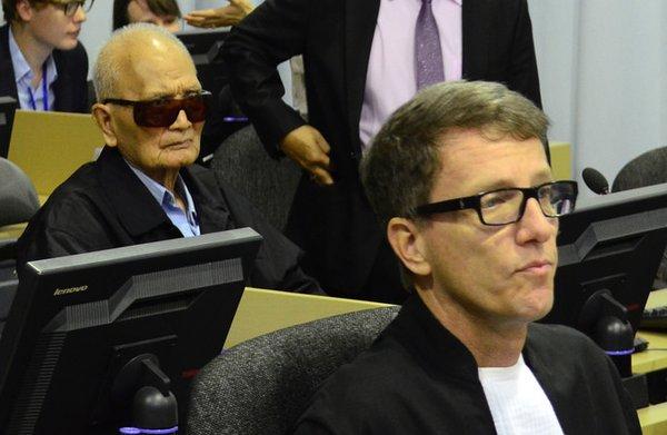 Rode Khmer-kopstuk moet bij Cambodja-tribunaal verder zonder advocaat Koppe