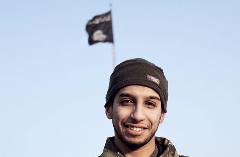 Abdelhamid Abaaoud, zoals hij verscheen in het Engelstalige IS-propagandamagazine Dabiq. Beeld AFP