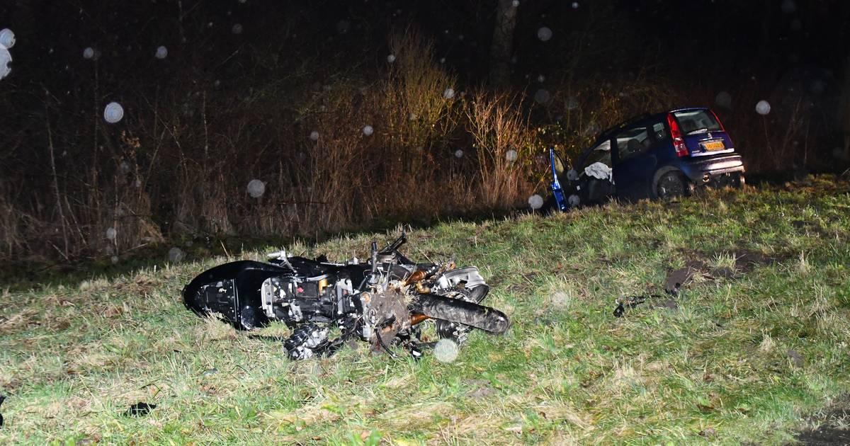 Motorrijder overleden bij frontale botsing in Biddinghuizen.
