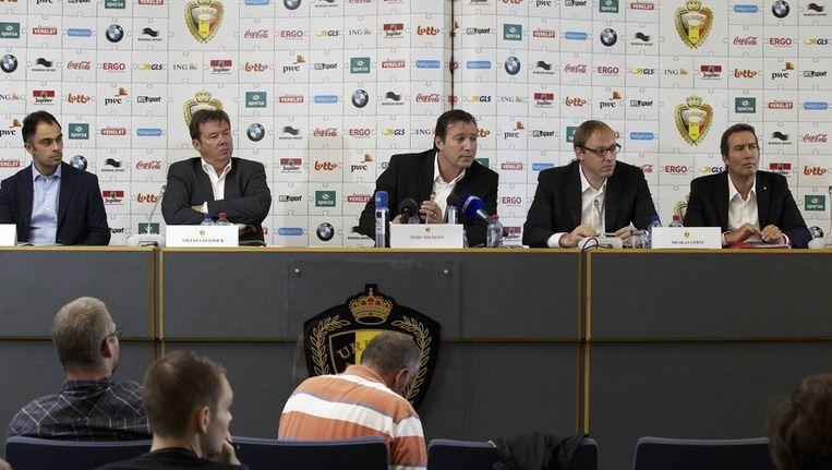 Coach van de beloften Johan Walem (helemaal links). Beeld BELGA