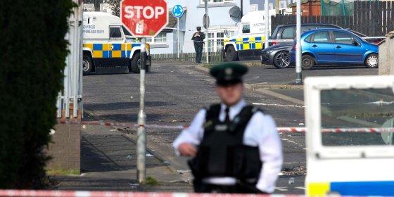 Twee jonge mannen opgepakt in onderzoek naar moord op journaliste in Noord-Ierland