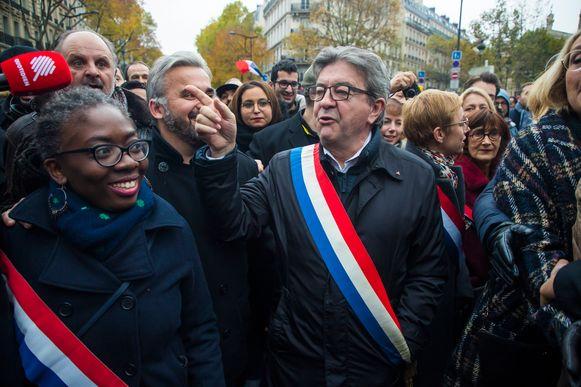 Jean-Luc Mélenchon (C) van het linkse La France Insoumise ('het Frankrijk dat zich niet onderwerpt') was aanwezig op de mars.