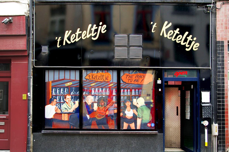 't Keteltje in het Antwerpse Schipperskwartier. Ruim twintig jaar lang was het café het stadsbestuur een doorn in het oog. Nu lijkt de politiek eindelijk haar slag thuis te halen. Beeld Ruben Weekers