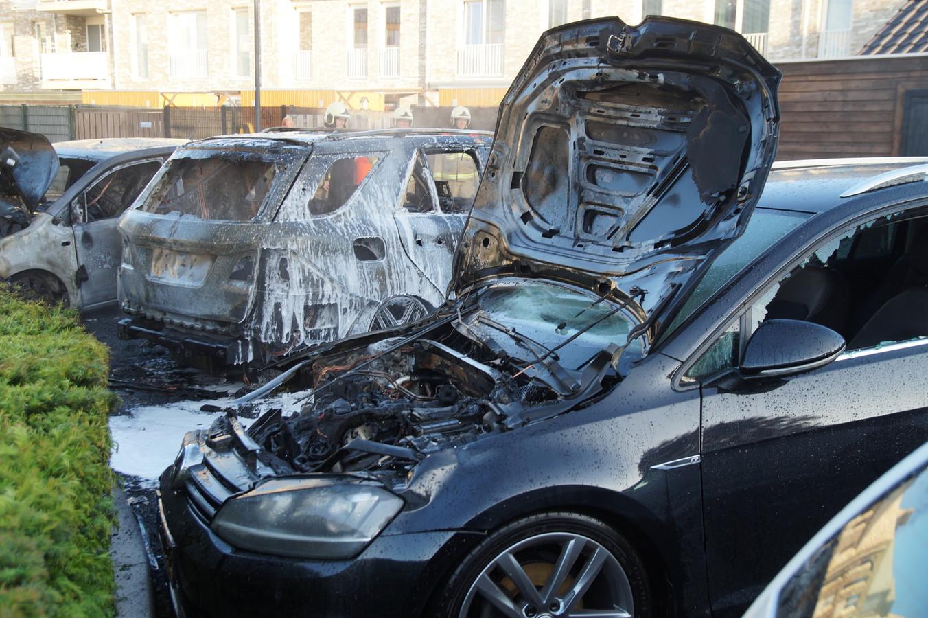 Drie auto's in brand in Drunen.