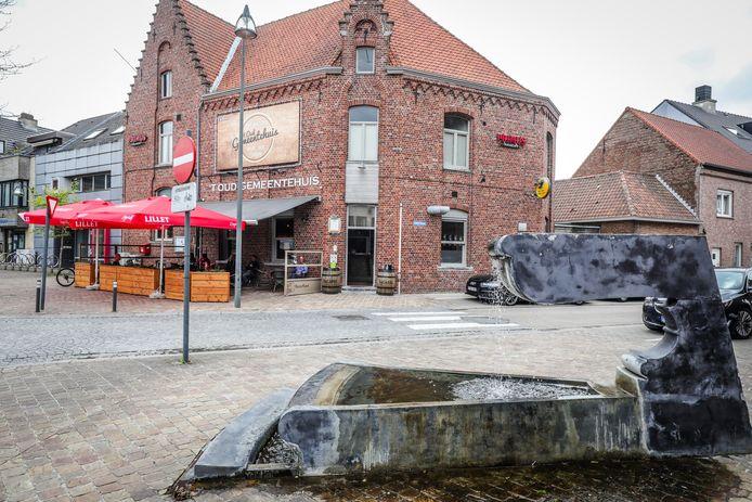 't Oud Gemeentehuis op de Markt in Ruddervoorde.