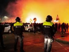 Feyenoordsupporters met vuurwerk en fakkels bij de Kuip, drie aanhoudingen verricht