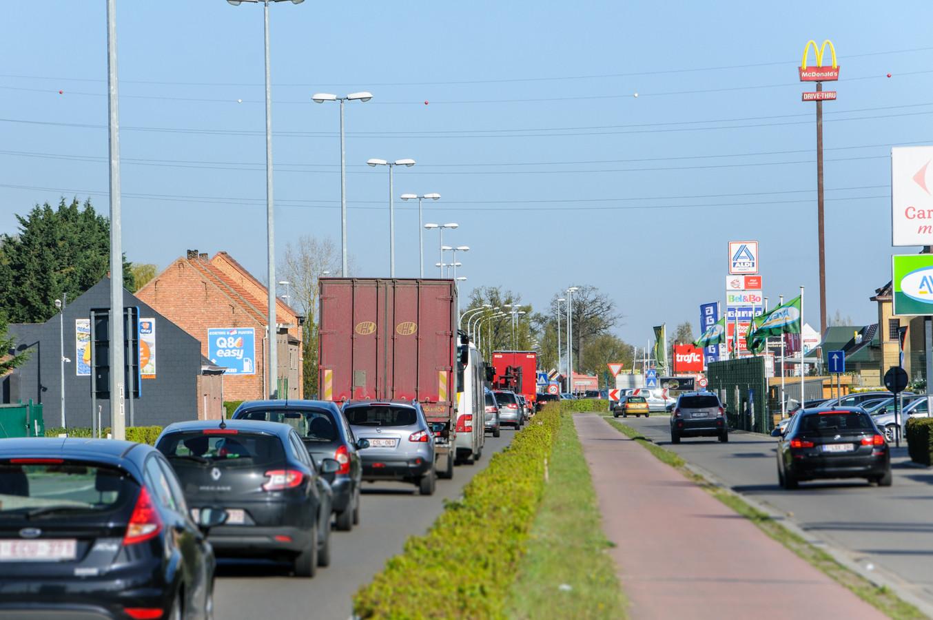 Illustratie: De Leuvensesteenweg (N26) in Boortmeerbeek.