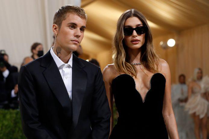 Justin et Hailey Bieber sur le tapis rouge du MET Gala.