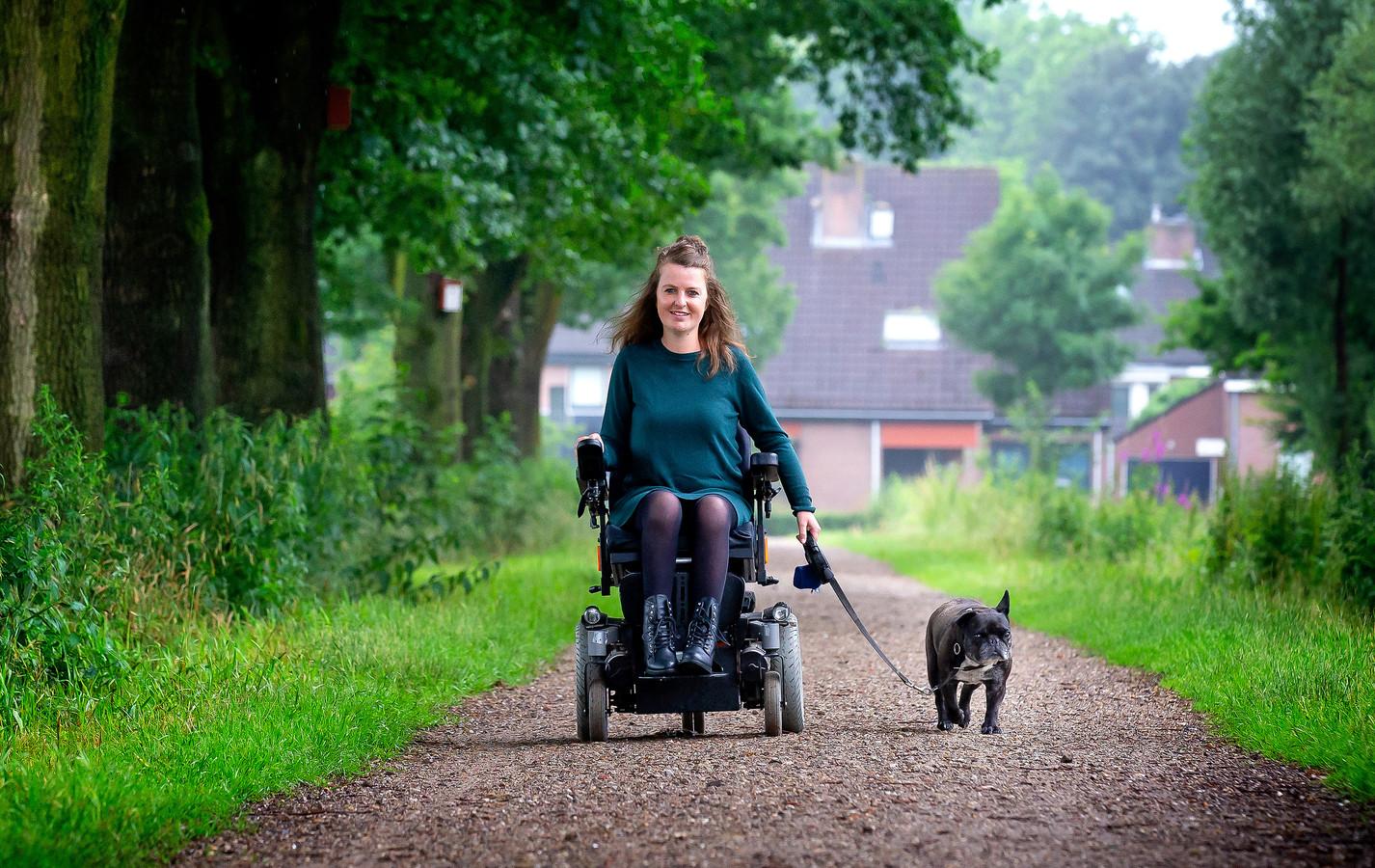 Ilse van Kemenade met Twiggel: ,,Als je een hond hebt, móet je wel naar buiten. En dat is geen straf.''