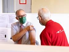 Aboutaleb roept op tot vaccineren: 'Er gaan bizarre verhalen rond'