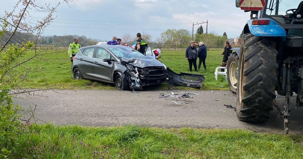 Automobiliste gewond bij botsing met tractor bij Bathmen.