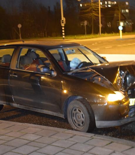 Twee auto's botsen in Gouda