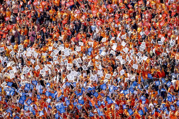 Publiek op de tribunes voorafgaand aan de Dutch Grand Prix op het circuit van Zandvoort. ANP KOEN VAN WEEL
