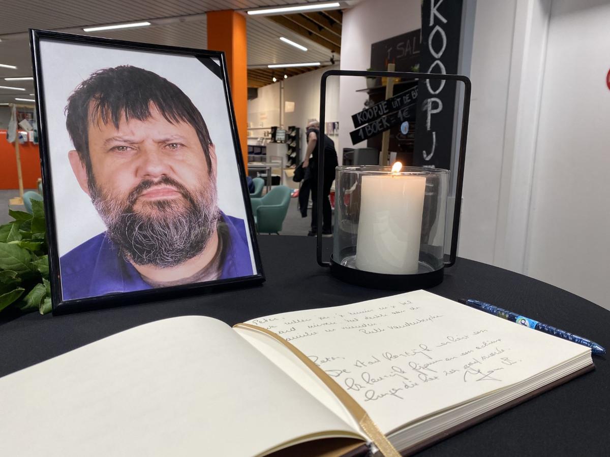 Wie een boodschap in het rouwregister wil neerpennen, ter nagedachtenis van Peter Arthur Caesens, kan dat in de centrale bibliotheek in de Leiestraat.