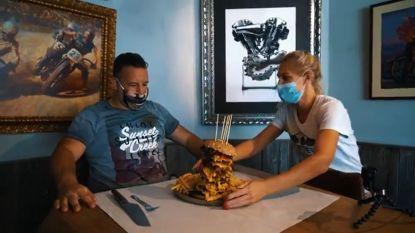 Burgerchallenge van Shifters sneuvelt: Antwerpenaar speelt monsterhamburger van 1,5 kilo naar binnen in 30 minuten (en stopt nadien nog even bij de drive-in)